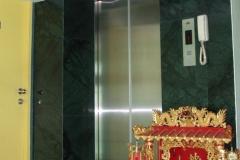 11-Aufzug-mit-Geisterhäuschen