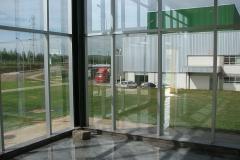 20_zukünft-Wartebereich-mit -Blick-zur-Fabrik